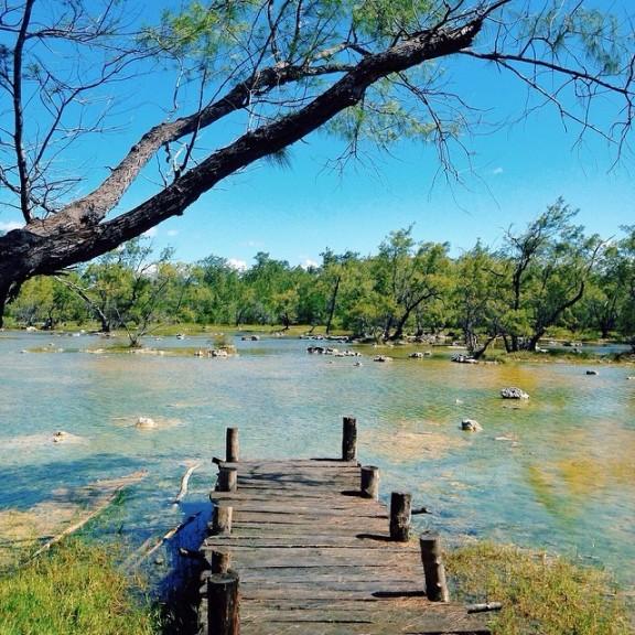 A bridge to lagoon (Foto diambil dari instagram Mira Lesmana @MirLes)