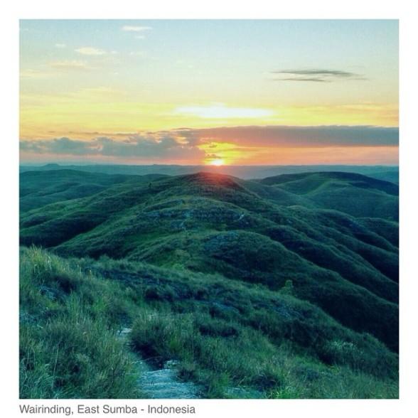 Sunset from Wairinding (Foto diambil dari instagram Mira Lesmana @MirLes)