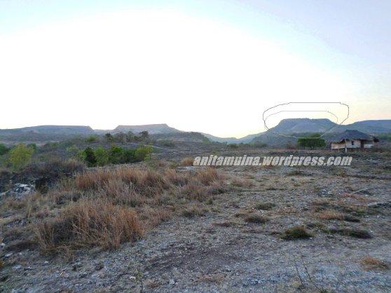 Bagian yang dilingkari itu yang namanya Gunung Meja #takenbysamsung